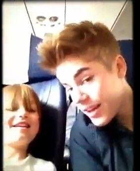 Justin Bieber Videos Youtube on Justin Bieber   Piewa Razem Z Siostr    S  Odkie Video Youtube